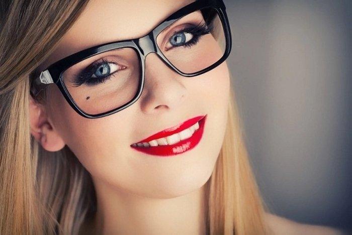 Макияж для девушек в очках
